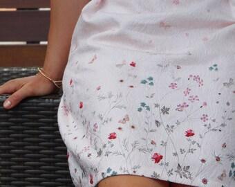 Jupe courte d' été, rose pastel, jupe fleurie, plis, coton gaufré. Jupe plissée. Idéale pour un mariage, un cocktail, une cérémonie...