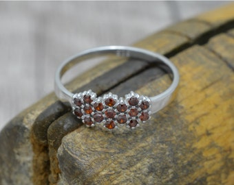 Silver ring with Garnet, ring flower