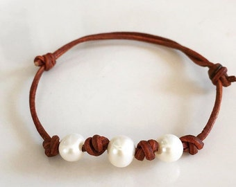 Knotted pearls bracelet