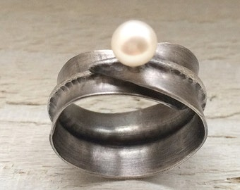Statement Oxidized Silver and Pearl Adjustable Ring