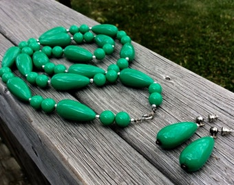 80's Green Celluloid Necklace and Earrings Demi Parure Set