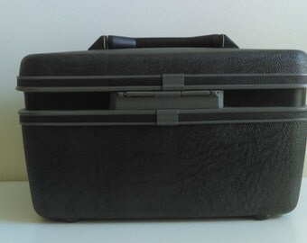 Vintage Samsonite Train Case, Navy Blue.  Excellent condition.