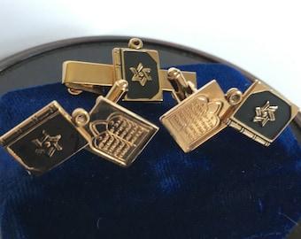 FREE SHIP 1950s Vintage Gold Tone Torah Tie Clip & Cufflinks Set,  Jewelry of the Stars by Luis In Original Blue Velvet Box w/Pink Lining