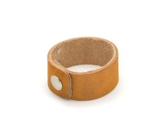 Vintage leather bracelet. Vintage jewelry. Womens. Tan leather bracelet. Small bracelet.