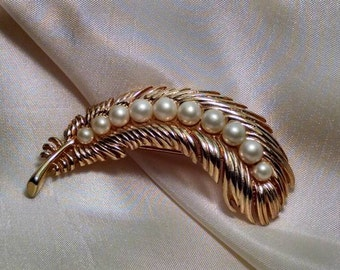 Lovely Vintage Trifari Faux Pearl Feather Brooch