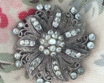 Beautiful filigree brooch with Diamantes