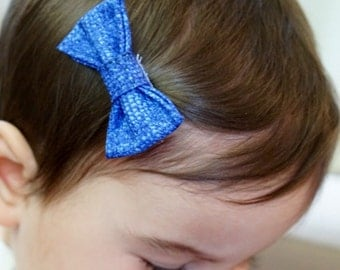 Cobalt Blue Fabric Patterned Hair Bow Hair Clip. Baby photo prop. Baby gift. Toddler hair bow. Toddler hair clip. Baby hair clip.