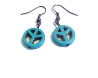 "Earring ""peace and love"" in howlite"
