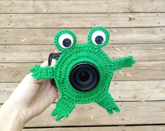 Crochet frog photo buddy. Lens pal. Camera buddy with squeaker on back.