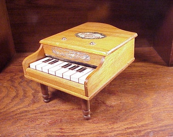 Vintage Baby Grand Piano Musical Toy, with 8 Keys, made in Japan, small, home decor