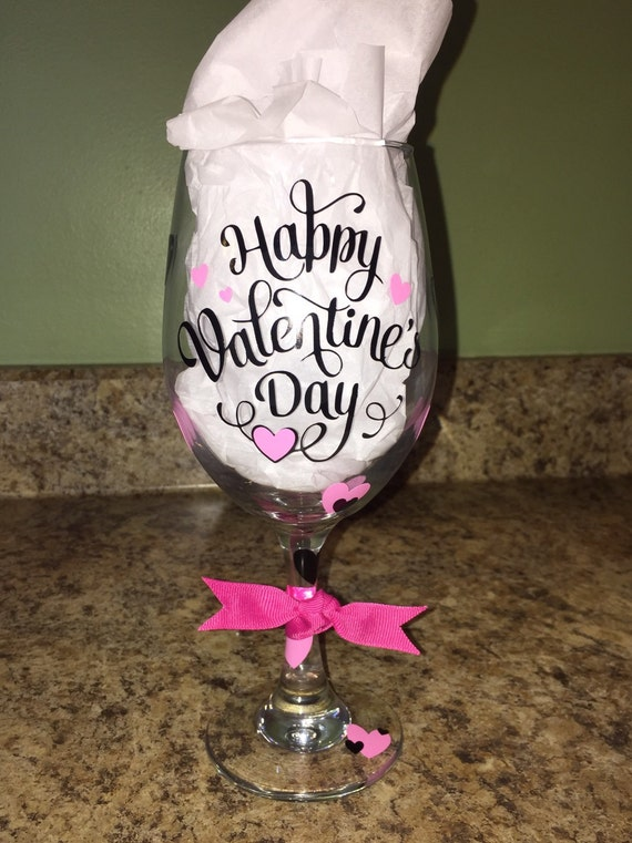 happy valentines day wine glass w decorative vinyl this item can be personalized at the base at no additional charge please specify when ordering