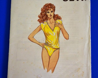 "Panties & Camisole, UNCUT, F/F, Size XS-S-M-L, Bust 31 1/2"" to 41 1/2"", Kwik Sew 1484."