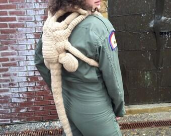 Crochet life-sized alien facehugger (xenomorph), alien vs pedator gift, alien cosplay outfit, alien movie gifts, alien covenant