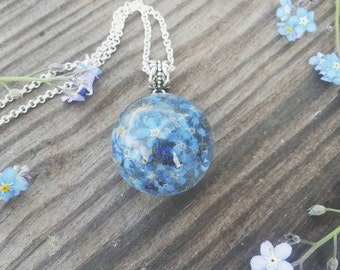 Pendant with forget-me colors