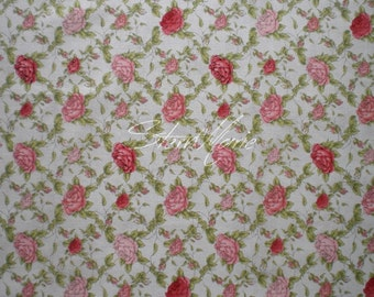 "Mirabelle ""la vie en rose"" light gray rose trellis"