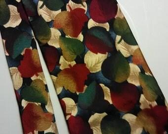 153.  Structure silk necktie
