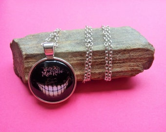 Pendant Cheshire of Alice in the Wonderland country