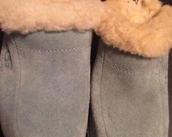 Vintage women's size 5 sheepskin lined clogs ,very bohemian ,hippie like clogs ,wosoden sole clogs folk ,style clogs ,winter clogs