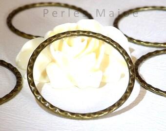 Lot de 2 anneaux fermés décorés couleur bronze diamètre 38 mm
