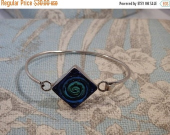 VALENTINES SALE stunning vintage sterling silver and dicoric glass bracelet