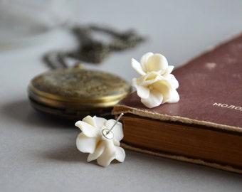 ivory earrings, ivory studs, fake hydrangeas, hydrangea blooms, ivory flower earrings, ivory flower studs, ivory jewelry, ivory wedding