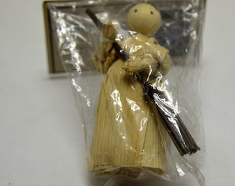 "VTG LeeWards 3"" Child Sweaper Corn Husk Doll NOS"