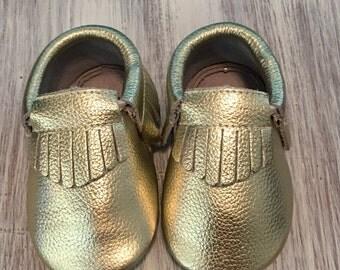 Handmade Gold Moccasins-Gold Moccasins-Baby Moccasins Gold-Baby Shoes-Baby Moccasins Leather-Toddler Moccasins Gold Fringe
