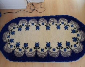 hand knotted all wool oval shaped accent carpet