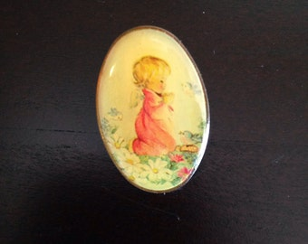 Vintage Pin Late 70s / Early 80s Baby With Angel Wings Praying in A Garden EXCELLENT CONDITION