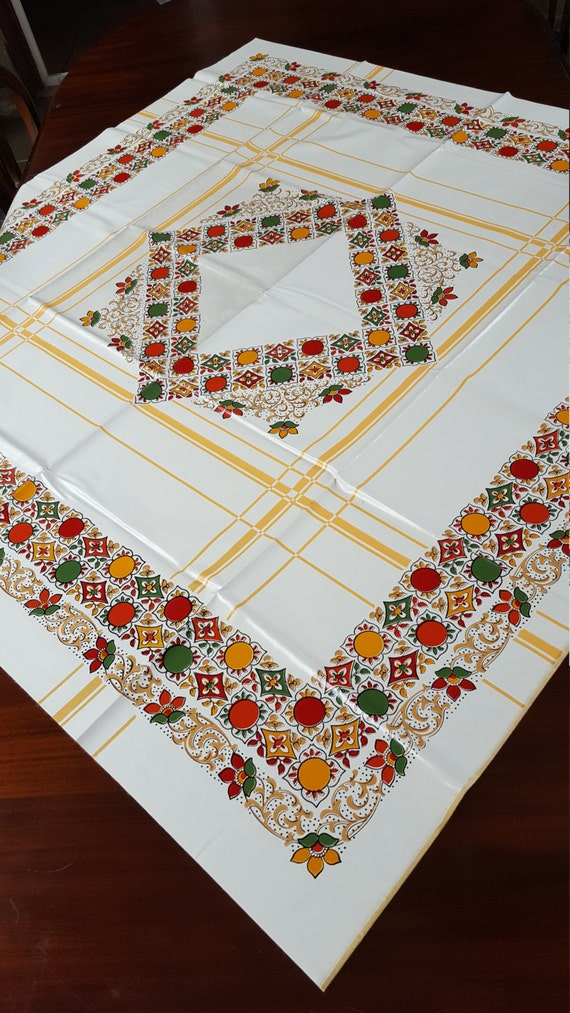 Vintage Vinyl Tablecloth 77