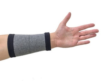 Self-Warming Arm Sleeve | Bamboo Charcoal Technology