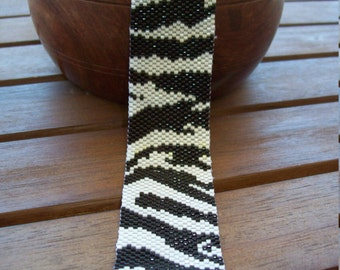 "Bracelet ""Zebra"" weaving peyote"