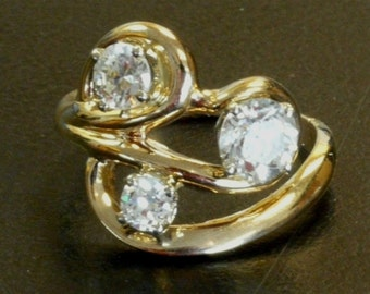 Lady's 14kt Yellow Gold CUSTOM Diamond Ring with 3 Round Cut Diamonds STUNNING