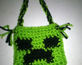 Crochet treat bag in Minecrafts creeper