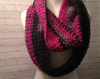 Crochet infinityl Scarf, Cowl Scarf, Eternity Scarf, Women's Scarf, Fall Fashion, Black/Gray/Raspberry