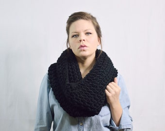 Chunky Scarf Infinity Cowl Shawl \ The Zivot \ in black