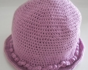 Hat with Frisian at the bottom, for 3-month-old girl and more. Head circumference approx. 41.5 cm or 16.5 inches.