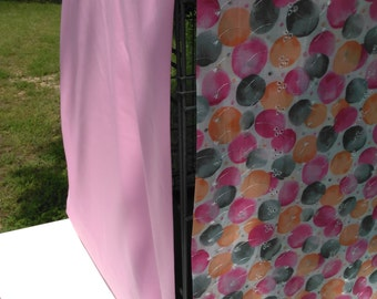 Dog Crate Cover - Balloons on White with Pink Lining - Lined/Reversible With Same Fabric Ties