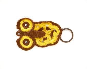 Vintage crochet owl hand towel holder / retro towel ring wall hanging / hippie bathroom or kitchen decor