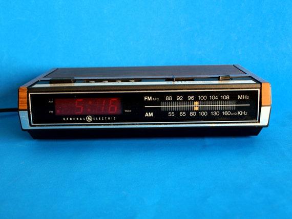 vintage general electric digital alarm clock radio model ea7. Black Bedroom Furniture Sets. Home Design Ideas