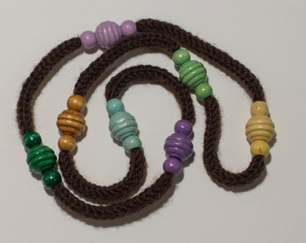 Necklace in wool and colorful wood