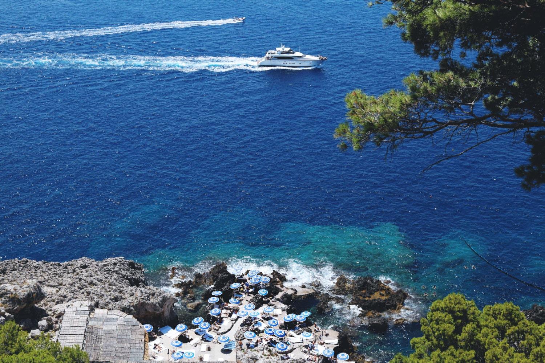 Women's Athletic Capris Like new, beach scene on waist ...  |Capri Beach Scenes