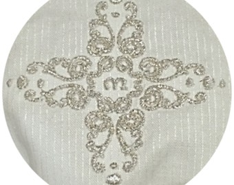 Digital embroidery design Cross with a space for a monogram