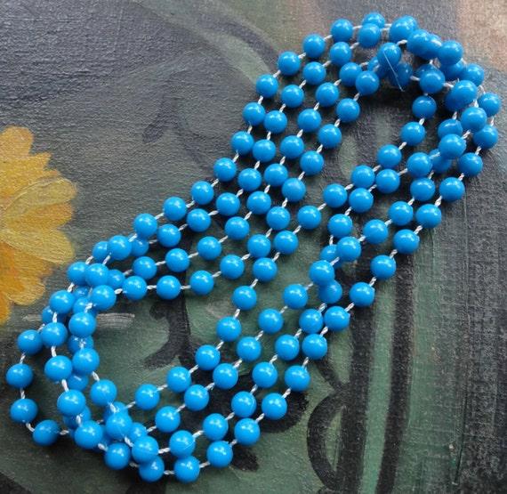 Vintage 1960s blue hard plastic flapper necklace