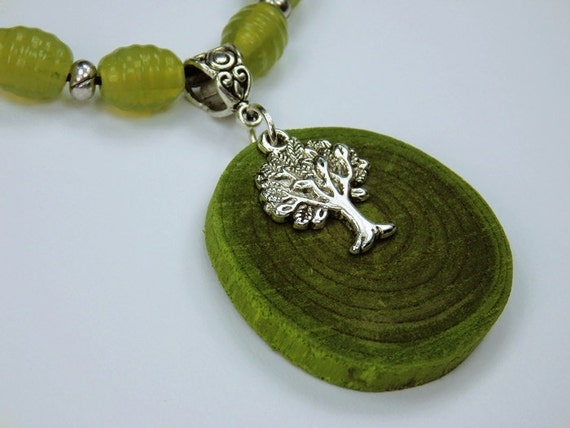 Necklace Tree of life made of green olive wood with silver-colored tree pendant and glass beads in green jewelry wood