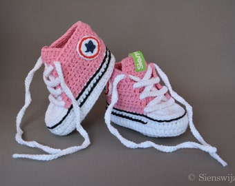 Pink baby Converse-like sneakers, Crocheted baby booties, Handmade baby shoes, 3-9 months