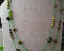 Green Long Bead Necklace; Semipretios Stones Jewelries; Excellent Women Gift; Springtime Lariat; Green Grass Coloured Jewelry ; Lariat Gift