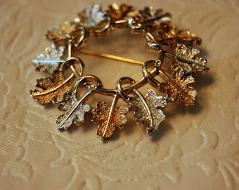 Vintage Sarah Coventry Gold tone/Silver tone Leaf Wreath Pin