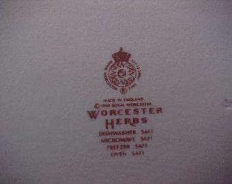 "Vintage Royal Worcester HERBS-GREEN TRIM 7 3/4"" Oval Pie Baker Marshmallow"