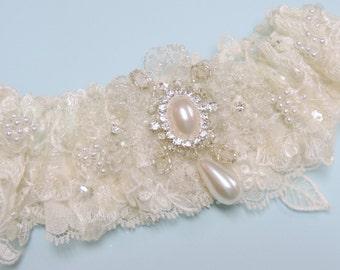 Beaded wedding garter in ivory, Wedding garters.